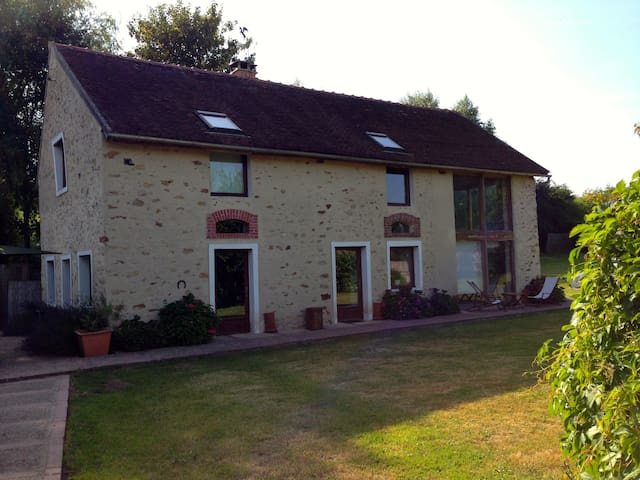Country house near DisneyLand Paris - Saint-Rémy-la-Vanne - Casa