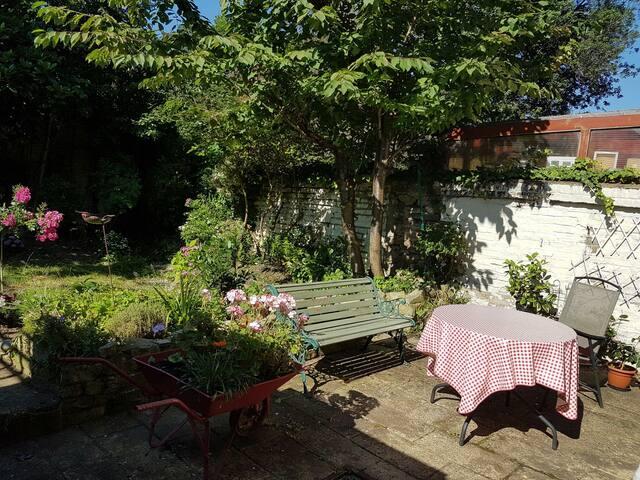 Charming garden flat in Ealing Broadway