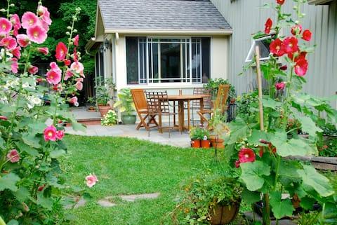 Garden Cottage In The Catskills