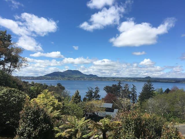 Ewing Escape, Acacia Bay, Taupo - Taupo - Hus