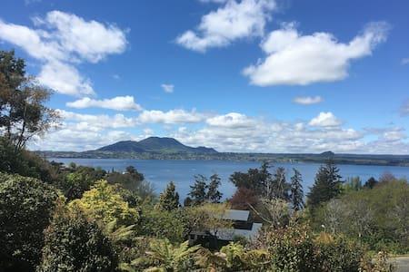Ewing Escape, Acacia Bay, Taupo - Taupo