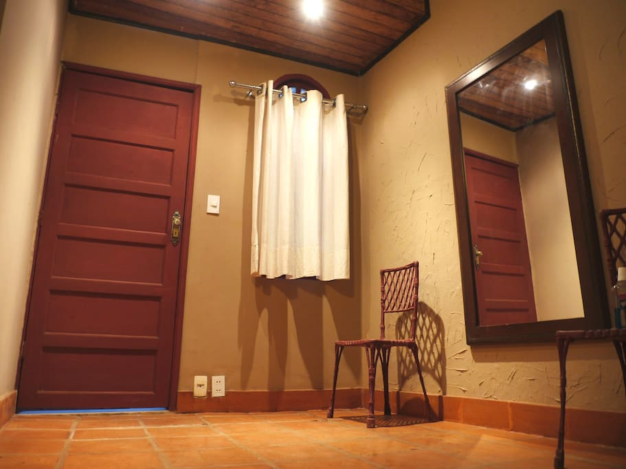 listing entrance - entrada privada - entrée appartement