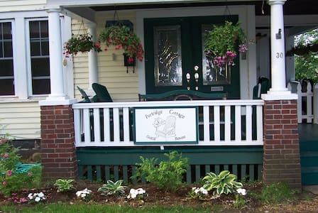 Spring Room in B&B Saranac Lake, NY - Saranac Lake - Bed & Breakfast