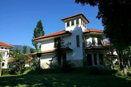 4BR Villa Sabrina Bumi Ciherang - Cipanas