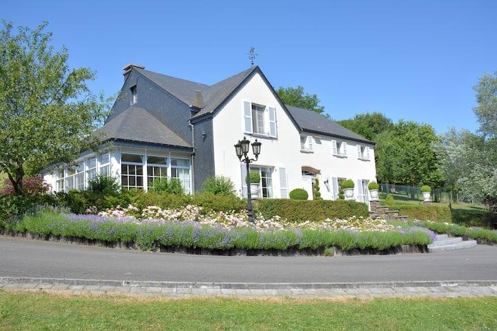 Encantadora villa en Noirefontaine cerca del bosque