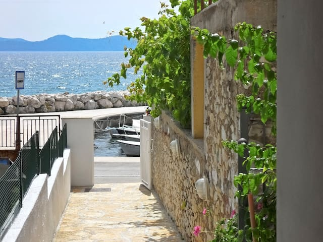 in a quiet position,across the sea +beautiful view - Zadar - Apartment