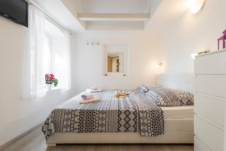 Studio apartment for two in Diocletian's palace
