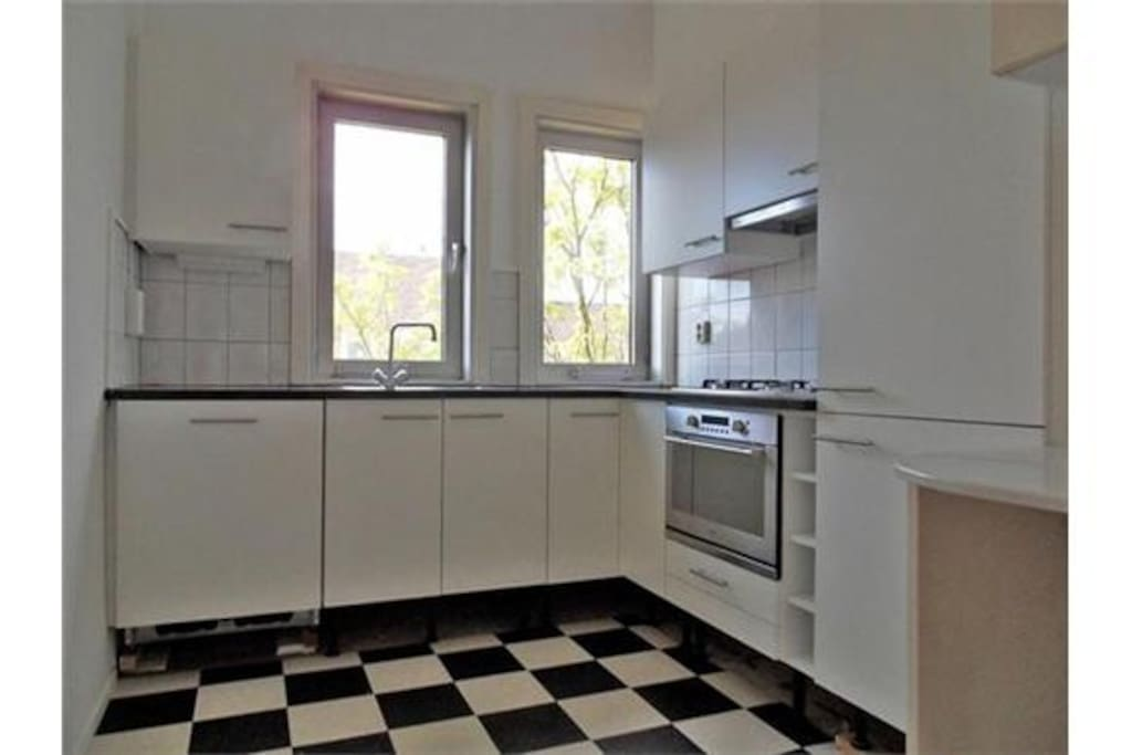 fully equipped kitchen incl. washing machine