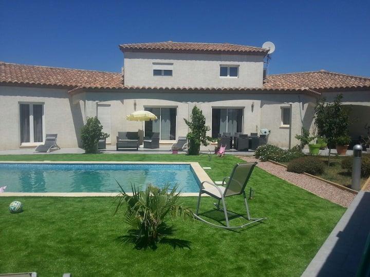Magnifique villa avec piscine.