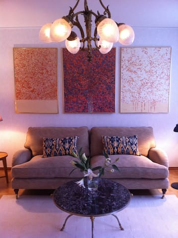 Enjoy artwork in cosy apartement near the city - Stokholm