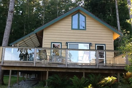 Quiet Ocean Front Beach House - Powell River
