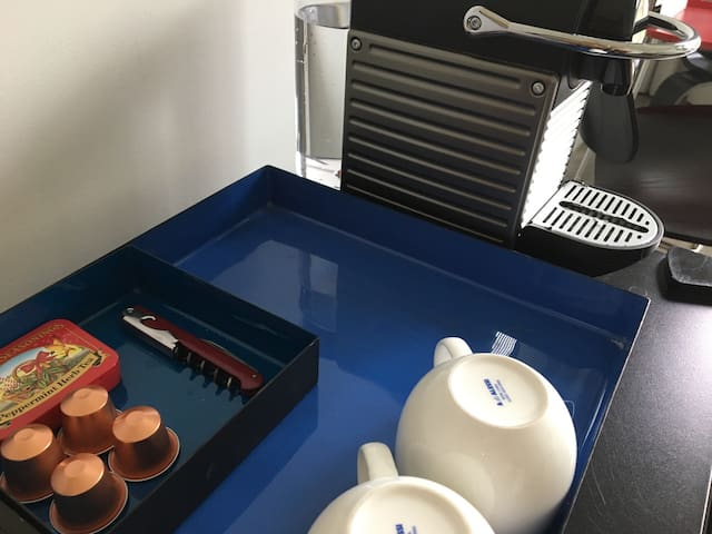 Nespresso Machine, Alessi cups