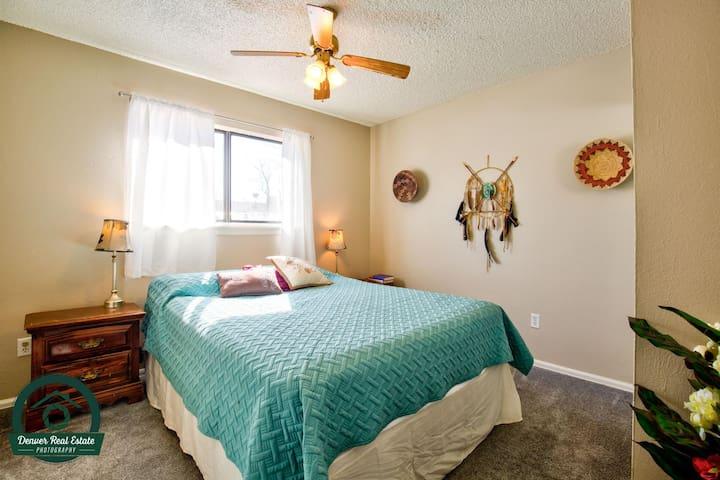 3 Bedroom Entire Ranch Aurora Home