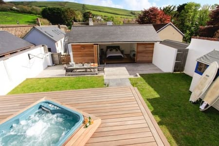 CROYDE WISTERIA COTTAGE | 4 Bedrooms - Croyde