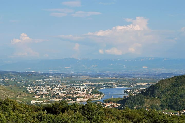 Unique Ardeche -- Magnificent View - Saint-Jean-de-Muzols - Apartmen