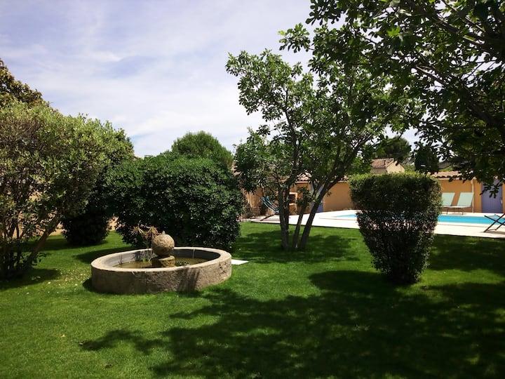 Maison 75 m2 ,piscine, jardin ombragé, 5 personnes
