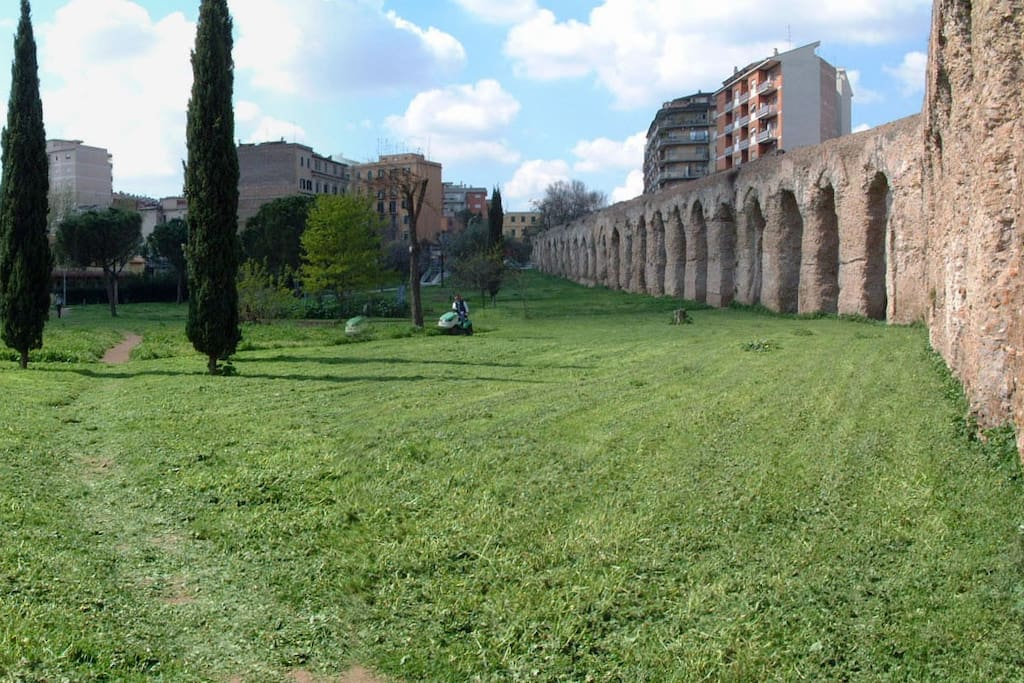 the small park that connects home with via di Torpignattara