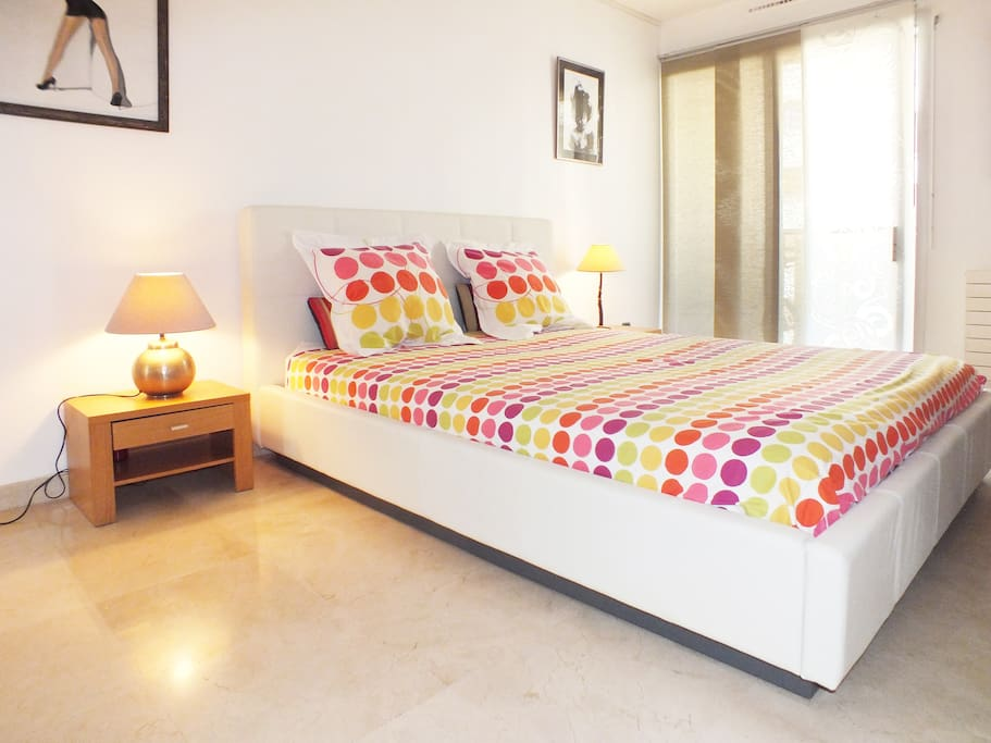 160 cm x 200 cm two persons bed
