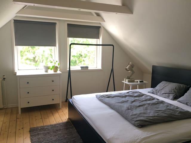 Privat værelse med morgenmad // økobondegårdsidyl