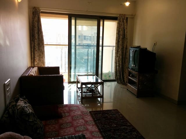 Couch surfing-powai with free wifi - Mumbai - Apartemen