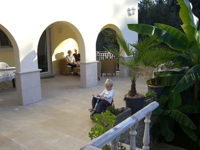 Sehr schöne Wohnung mit Seesicht - Pedrógão Grande - Byt