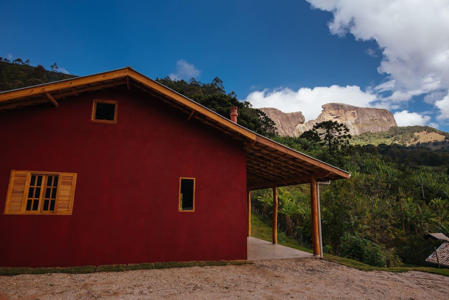 Casa com vista privilegiada para Pedra do Baú, Bauzinho e Ana Chata.