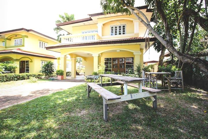 Baan Rim Had, 3BR, 1 min walk to private beach - Klaeng District - Rumah liburan