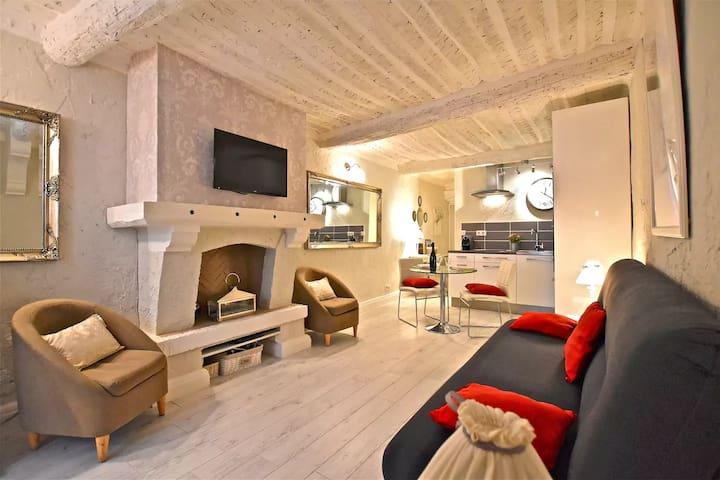 Charmant studio au coeur du Vieil Antibes - Antibes - Apartment