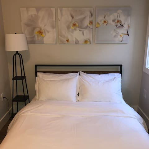 Queen bed with Endy mattress