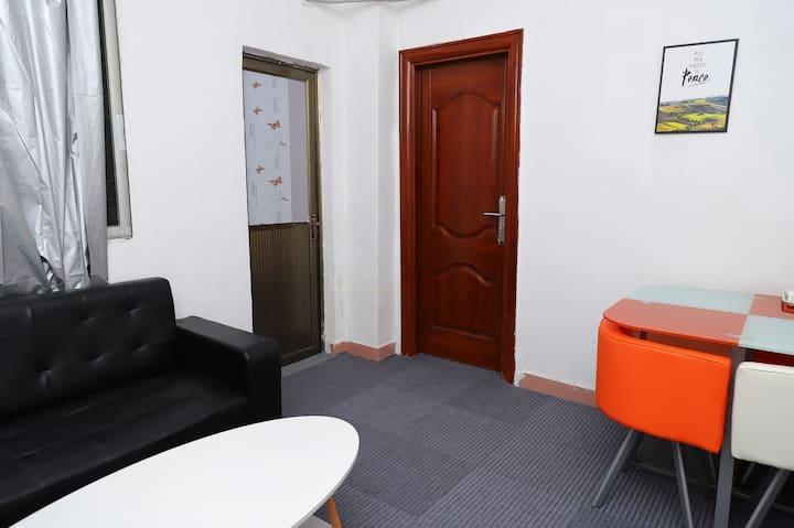温馨住家短租公寓一室一厅一厨一卫一阳台。整租。
