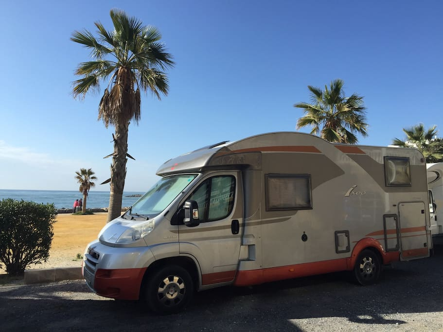 Autocaravana nueva 2 camas grandes furgonetas c mper for Furgonetas en cordoba