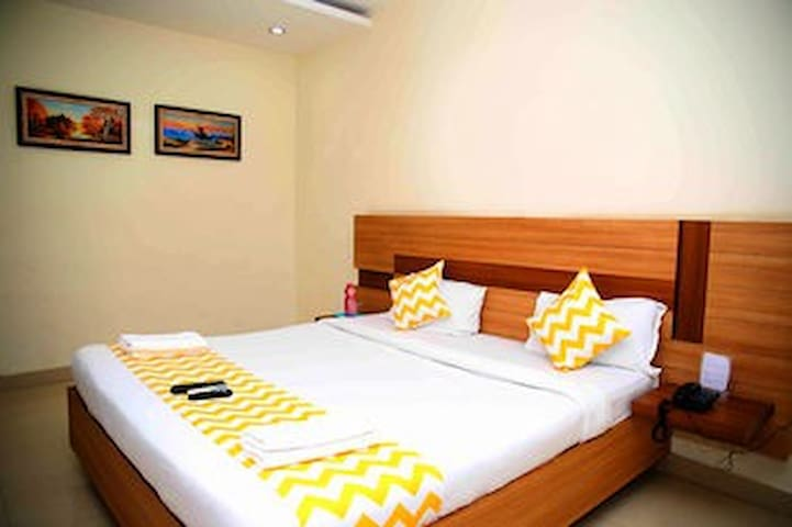 cozy pvt bedroom in Gachibowli near IT hub - Hyderabad - Apartment