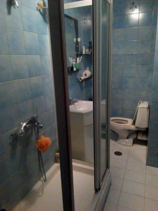 Bathroom-Bano-Bagno-Badezimmer-Fürdőszoba