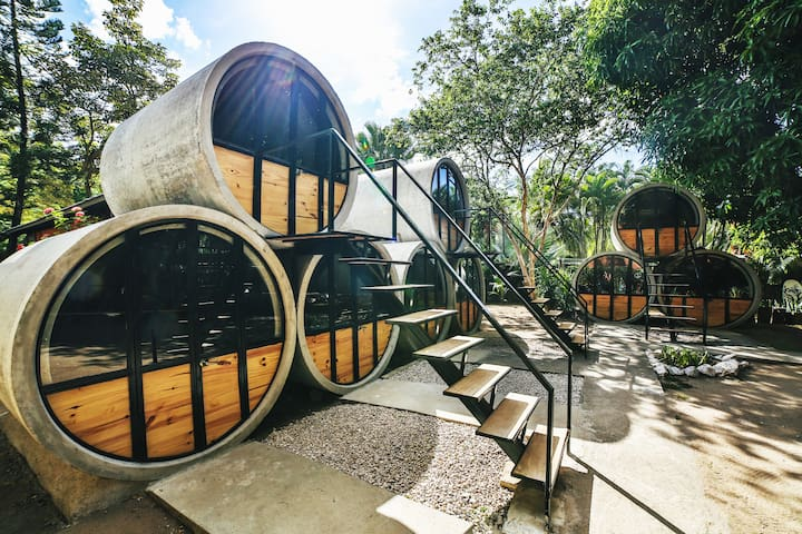 The Pipe House, hostel by the beach - Room #1