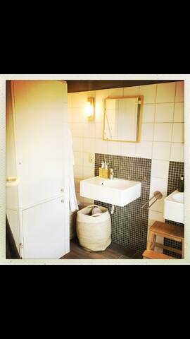 Spacious familyhome close to Antwerp; 18 min train
