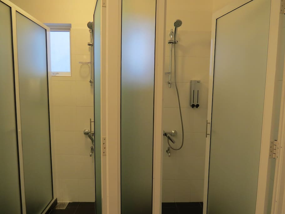 """Shared washroom - showers"