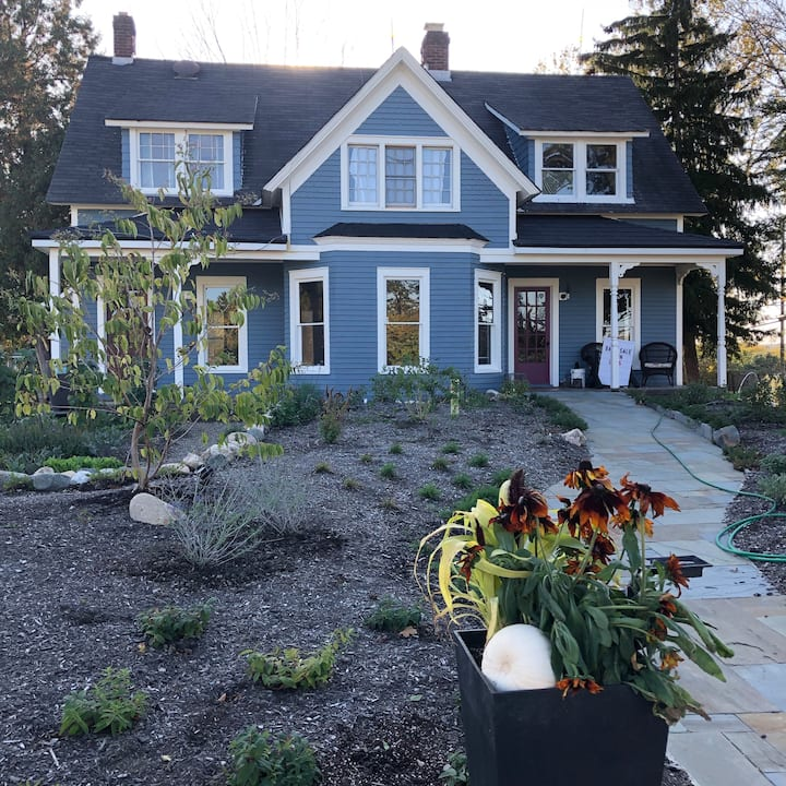Regenerative Farm Stay - Century Farmhouse Suite