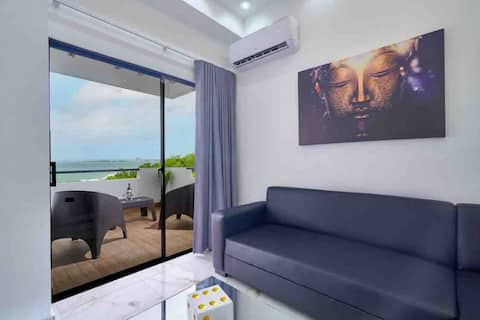 LUXURY 2BEDS OCEAN FRONT WITH POOL + RESTAURANT