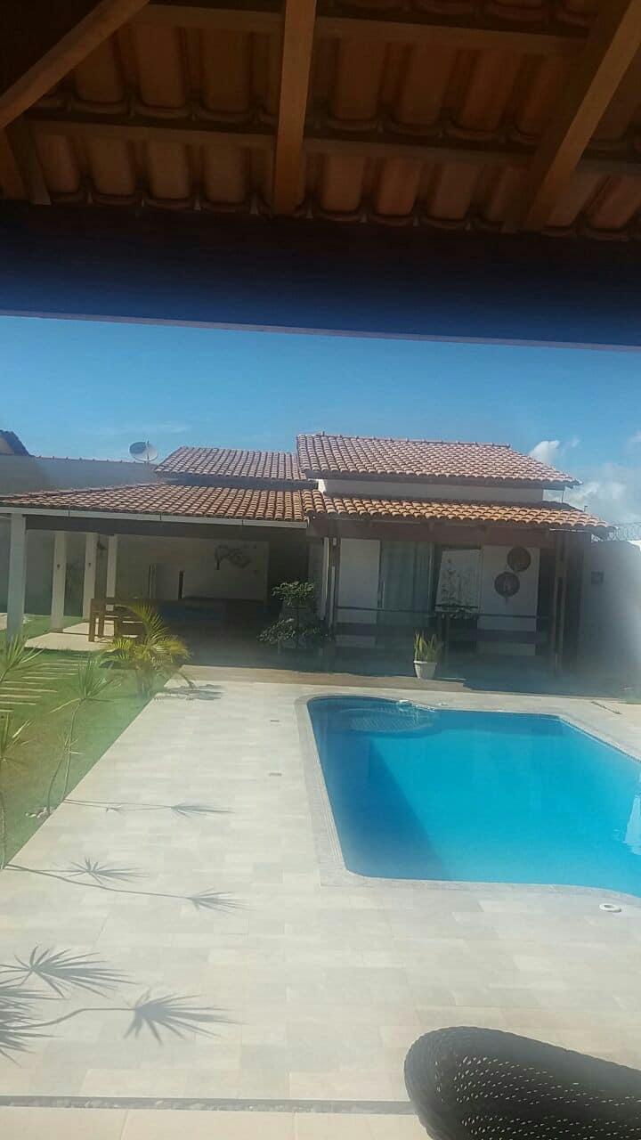 Aluga-se casa com piscina em Prado-Ba