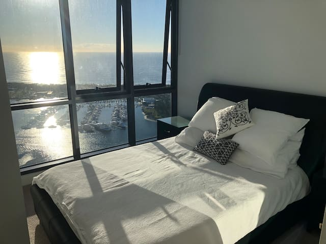 New Large Ocean View Apartment