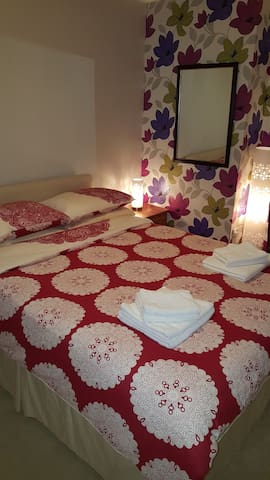 Room 2... Small Double      (1 Double Bed)