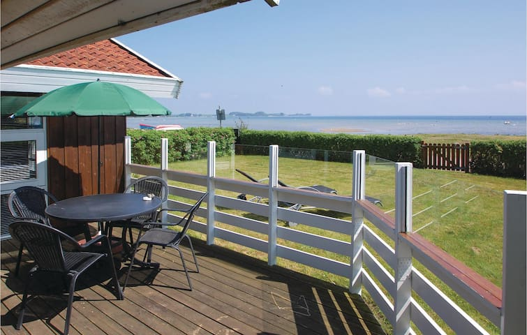 Holiday cottage with 2 bedrooms on 49m² in Bjert