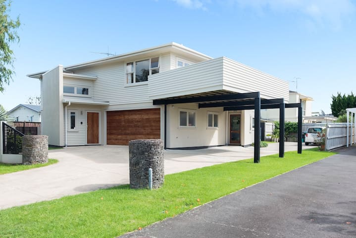 Great house, great location with pool & spa - Tauranga - Hus