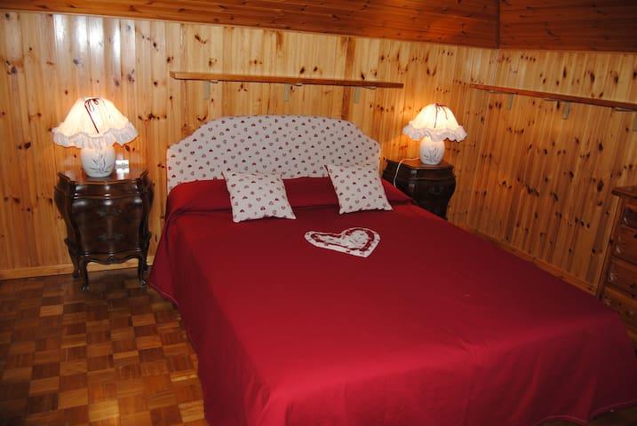 Romantica mansarda a Fenis in Valle d'Aosta - Fénis - Wohnung