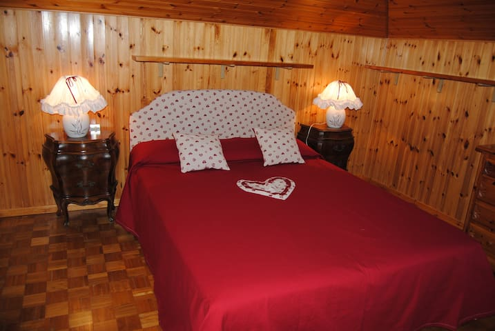 Romantica mansarda a Fenis in Valle d'Aosta - Fénis - Departamento