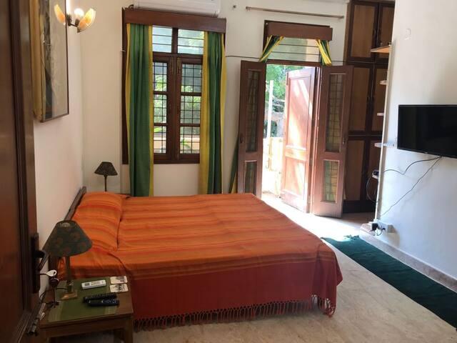 Private Room located in SAFEST part of Delhi.