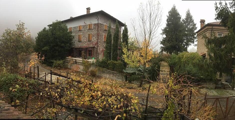 Casa Padronale nella natura dell'Oltrepo Pavese