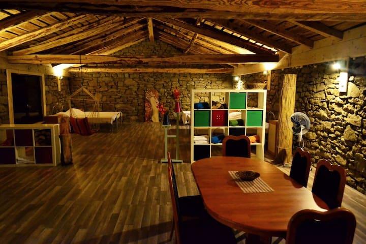 Recou's Restored Barn in Karst - Zajelšje - Casa
