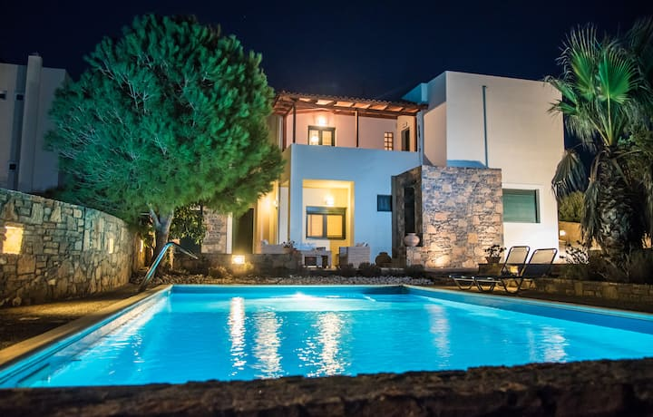 Luxury Villa in Agios Nikolaos with private pool