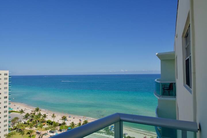 Penthouse Ocean view 1 bed room / Beach Resort